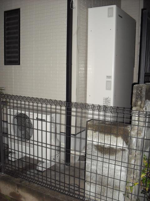 エコちゃんの気まぐれ現場日記日別アーカイブ: 2008年11月22日福岡市早良区百道 K様邸 エコキュート工事